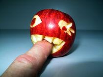 Beißender Apfel by olaf fahlpahl