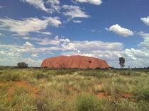 Ayers Rock - Tradition in Mitten einer Wüste by alinekuhaupt