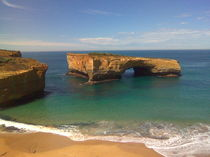 London Bridge - Great Ocean Road by alinekuhaupt