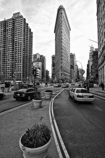 Flat Iron Building, New York Manhattan by Marc Mielzarjewicz