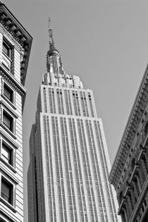 Empire-state-building-b-w