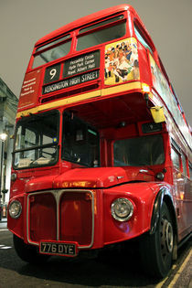 Traditional London Bus by Sónia Lamêra