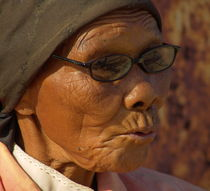 old woman von james smit