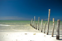 Remote beach by Dennis Lemmers