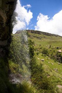 Through the Waterfall von Simen Oestmo