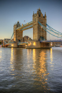 Tower Bridge at Dusk by tgigreeny