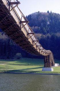geschwungene Holzbrücke, Bayern, Deutschland  von Willy Matheisl