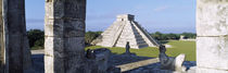 Pyramid in a field, El Castillo, Chichen Itza, Yucatan, Mexico von Panoramic Images