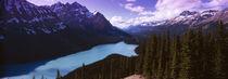 Mountain range at the lakeside, Banff National Park, Alberta, Canada von Panoramic Images