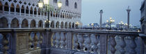 Street light in front of a palace, Doges Palace, Venice, Veneto, Italy von Panoramic Images