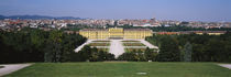 Formal garden in front of a palace, Schonbrunn Palace, Vienna, Austria von Panoramic Images
