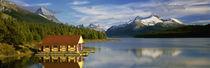 Boathouse at the lakeside, Maligne Lake, Jasper National Park, Alberta, Canada von Panoramic Images