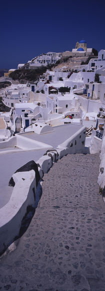 High angle view of a walkway in a town, Oia, Santorini, Greece von Panoramic Images