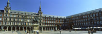 Tourists at a palace, Plaza Mayor, Madrid, Spain von Panoramic Images