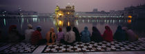 Group of people at a temple, Golden Temple, Amritsar, Punjab, India von Panoramic Images