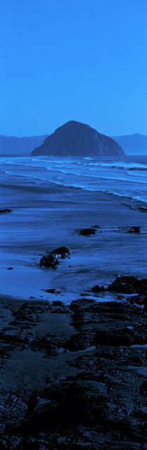 Rock formations on the beach, Morro Rock, Morro Bay, California, USA von Panoramic Images