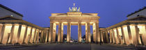 Low angle view of a gate lit up at dusk, Brandenburg Gate, Berlin, Germany von Panoramic Images