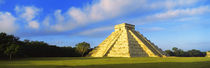 Pyramid in a field, Kukulkan Pyramid, Chichen Itza, Yucatan, Mexico von Panoramic Images