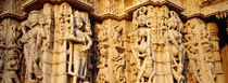 Sculptures carved on a wall of a temple, Jain Temple, Ranakpur, Rajasthan, India von Panoramic Images