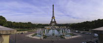 Fountain in front of a tower, Eiffel Tower, Paris, France von Panoramic Images