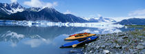 USA, Alaska, Kayaks by the side of a river von Panoramic Images