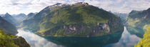 Reflection of mountains in fjord, Geirangerfjord, Sunnmore, Norway von Panoramic Images