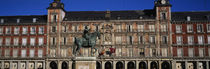 Statue In Front Of A Building, Plaza Mayor, Madrid, Spain von Panoramic Images