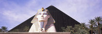 Statue in front of a hotel, Luxor Las Vegas, The Strip, Las Vegas, Nevada, USA von Panoramic Images