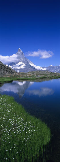 Reflection of a mountain in water, Riffelsee, Matterhorn, Switzerland von Panoramic Images