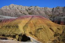 Badlands - farbiger Hügel von buellom