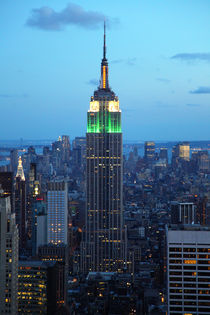 Empire State Building am Abend by buellom