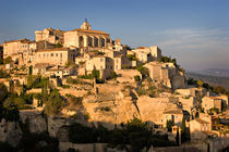 The Hilltop Town of Gordes in Provence von Louise Heusinkveld