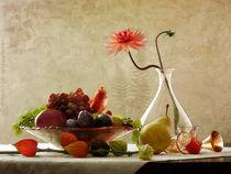 Obstschale mit Dahlie und Lampionblume by Franziska Rullert