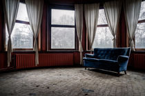 Blue sofa, red room von Marc Duiker