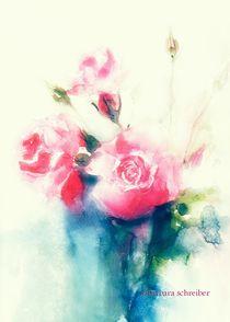 rosa rosen in blauer vase by barbara schreiber