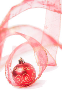Red Christmas Bauble von Alex Bramwell