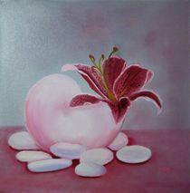 Lilienblüte in einer Schale von theresa-malerei