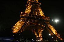 Beleuchteter Eiffelturm bei Nacht von Emanuel Lonz