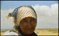 Wayuu Indigenous Elderly Woman Face von David Hernández-Palmar