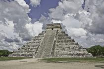 Templo Maya by Julio Guajardo