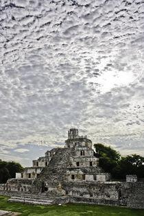 Casa maya by Julio Guajardo