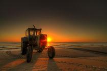 Traktor sunrise by photoart-hartmann