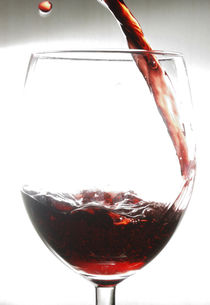 Red Wine with Drop von Andrea Capano