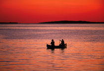 Fishing from a canoe, Martha's Vineyard, USA von John Greim