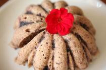 Cake with Red Flower von sannekurz