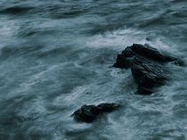 Deep blue ocean with rocks von Jozef Zidarov