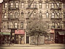 Downtown tenement building von Darren Martin