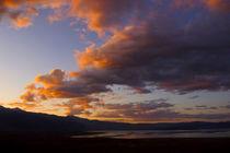 Cloud over Mono Lake, California, USA von Brian  Leng
