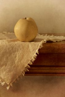 apple pear on a table  von Priska  Wettstein