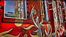 Mural in Dumbo. reflection in window von Maks Erlikh